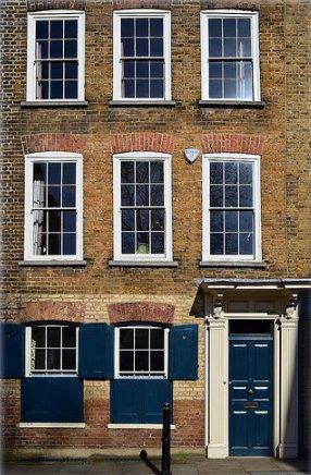 townhouse with sash windows